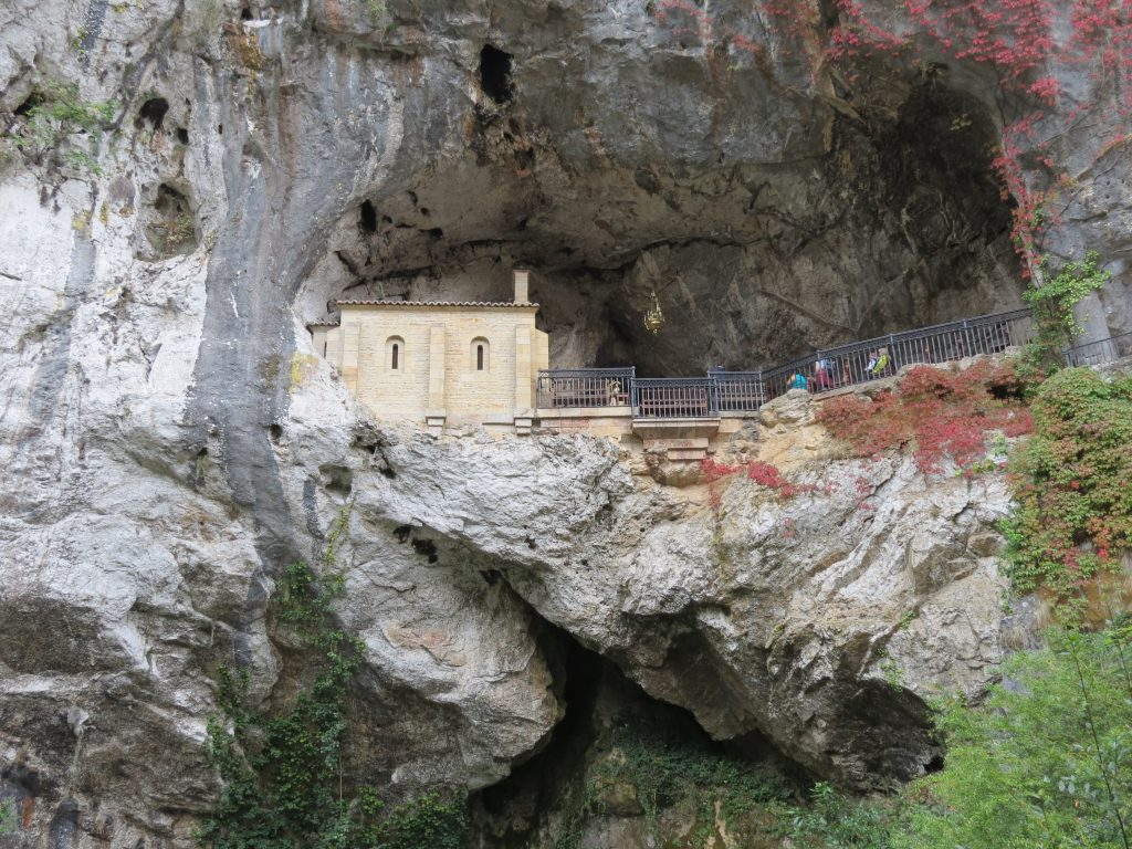 Cave holding the secreted statue of the Virgin Mary