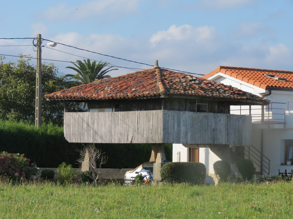 "An ""horreo"" (raised granary - now obsolete)"